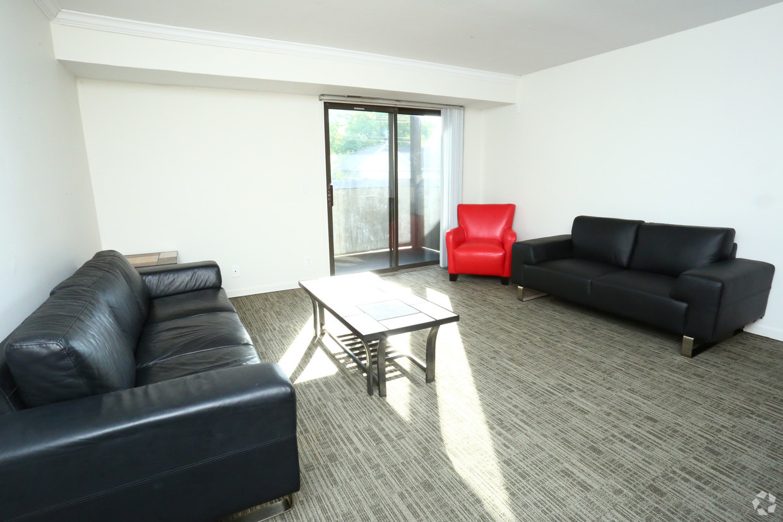 treehouse-west-apartments-east-lansing-mi-interior-photo (4).jpg