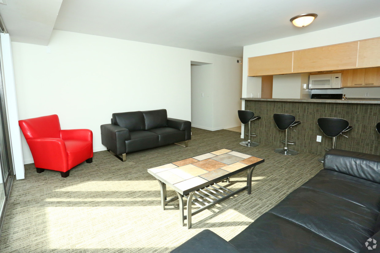 treehouse-west-apartments-east-lansing-mi-interior-photo.jpg