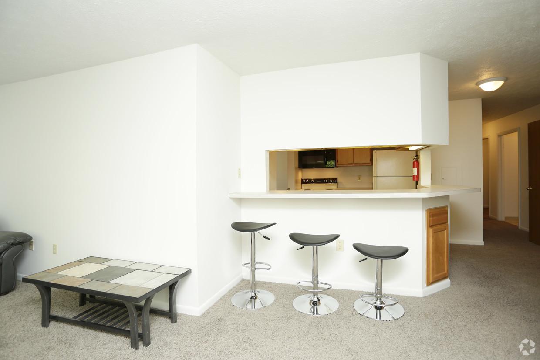treehouse-south-apartments-east-lansing-mi-interior-photo (2).jpg