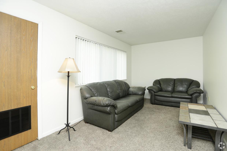 treehouse-south-apartments-east-lansing-mi-interior-photo (1).jpg
