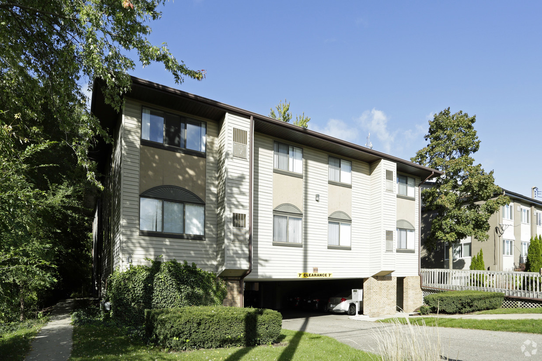 treehouse-south-apartments-east-lansing-mi-building-photo (1).jpg