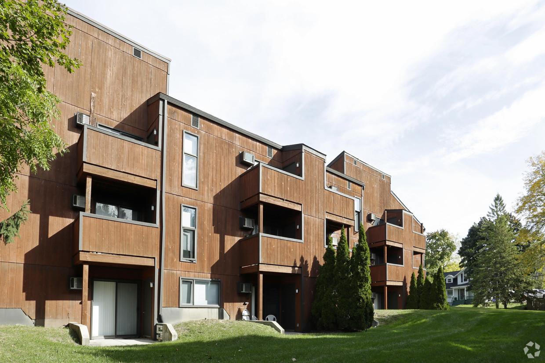 treehouse-north-apartments-east-lansing-mi-building-photo (1).jpg