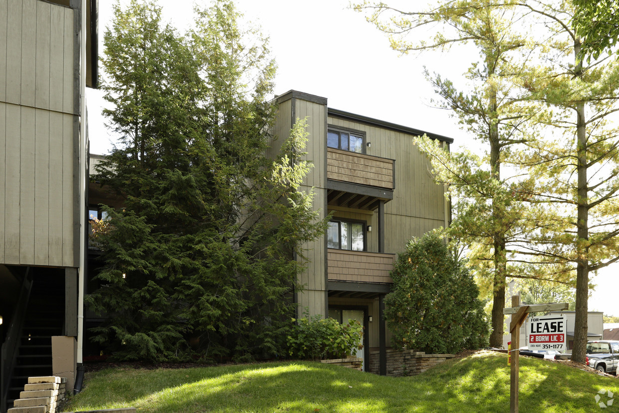 treehouse-west-apartments-east-lansing-mi-building-photo (1).jpg