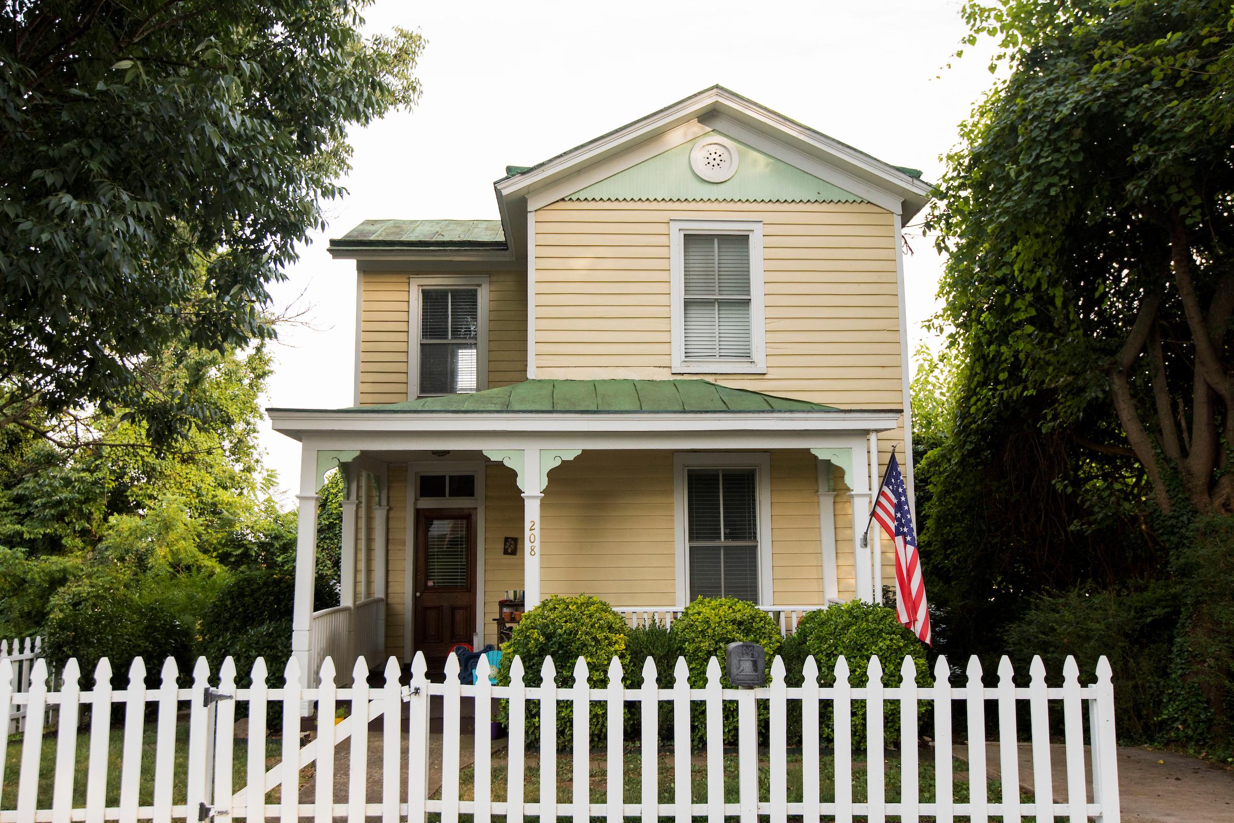 Waugh house 208 F St 001.jpg