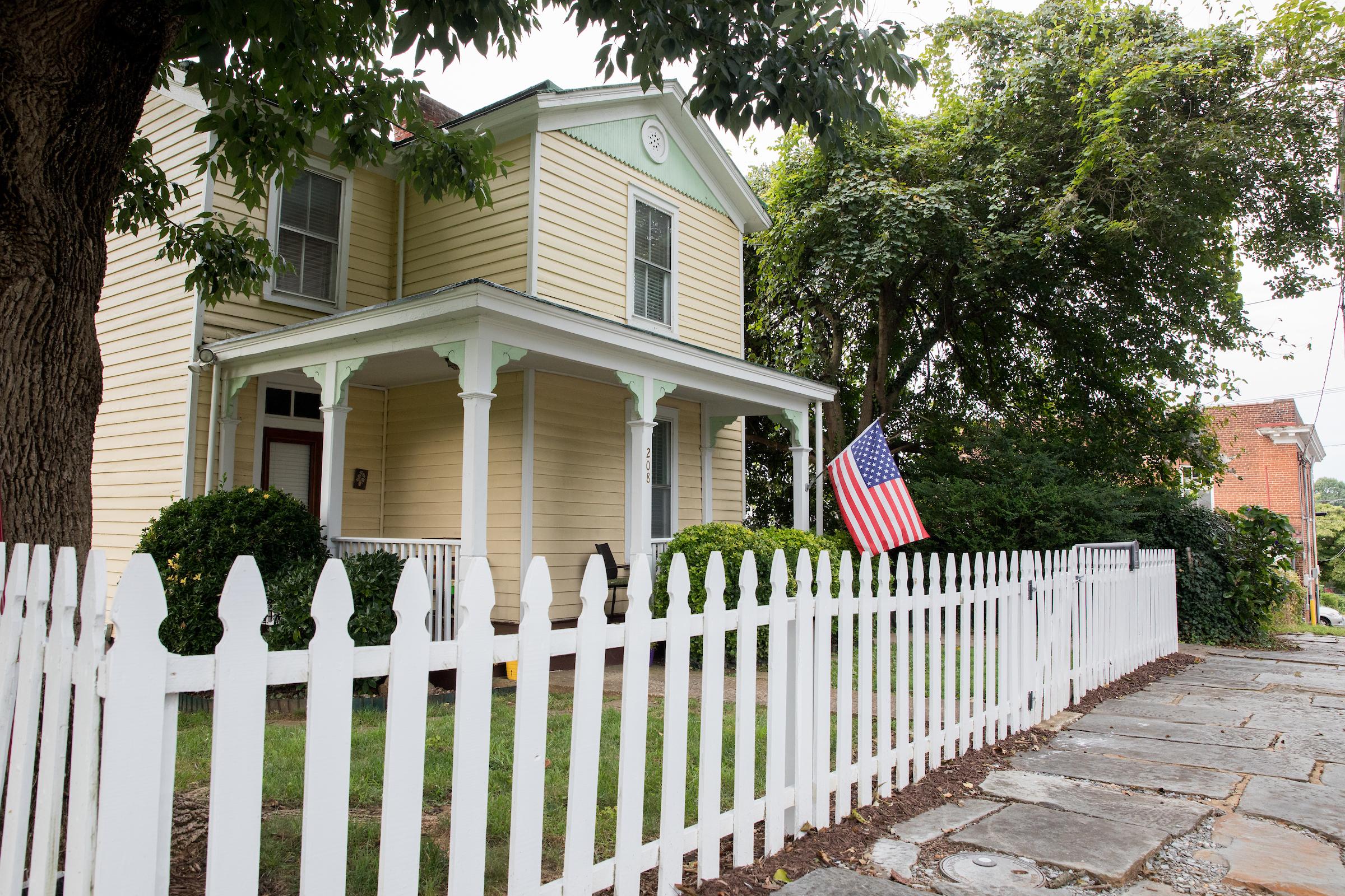 Waugh house 208 F St 002.jpg
