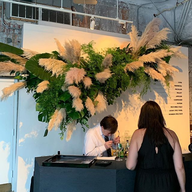 October got started with this hanging tropical cloud made under the direction of @sophiefelts as part of her impeccable team! No foam needed 🌿 . . . . #hanginggreenery #tropicalgreenery  #pampasgrass #greenerycloud #dcweddingflorist #dcwedding #longviewgallerywedding #barinstallation #freelancefloraldesigner