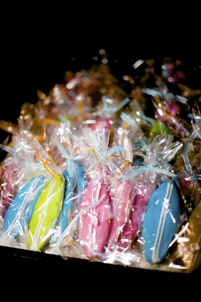 surfboard cookie wedding favors  felicievents.com