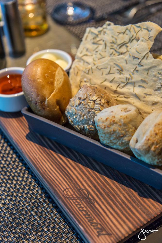 Globe @ YVR Fresh Breads