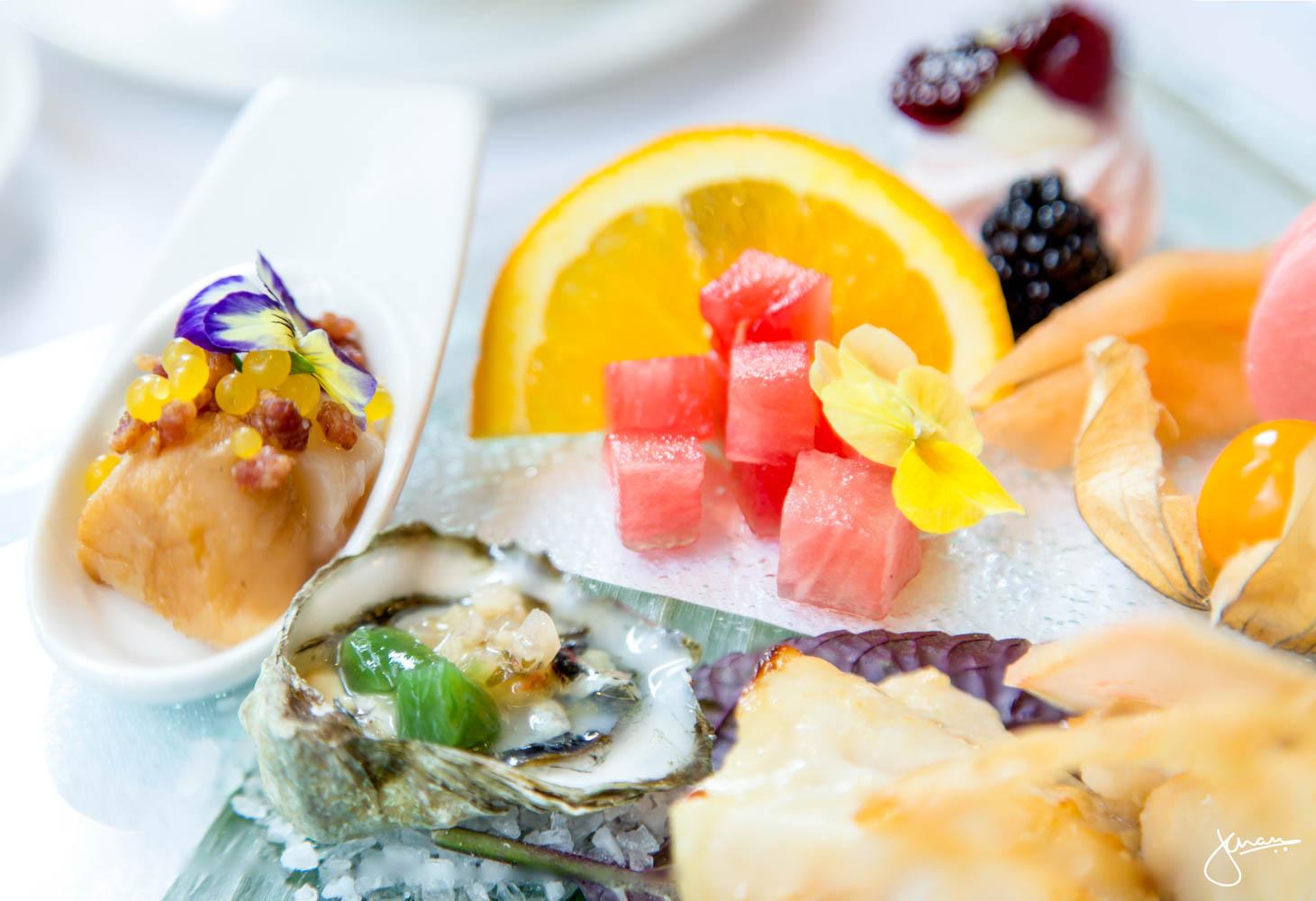 """Kumamoto Oyster with Togarashi """"Passion Fruit Tea"""" Jelly"""