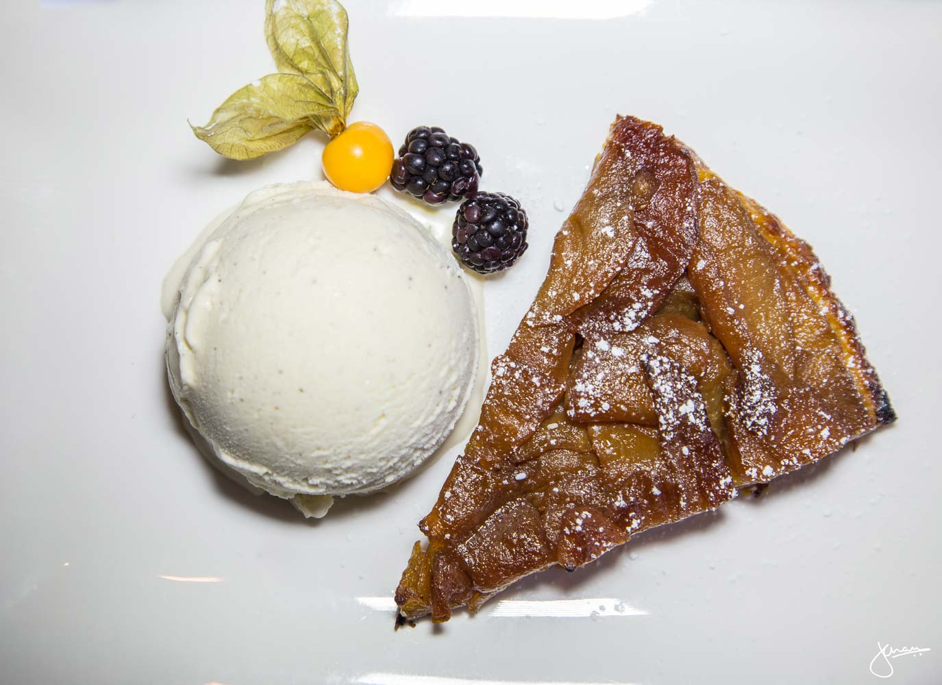 Apple Pie with Vanilla Bean Icecream