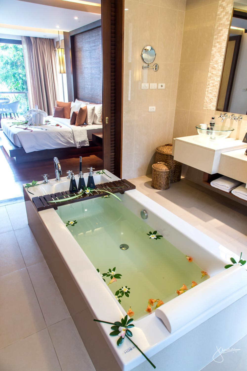 Ensuite with Bathtub