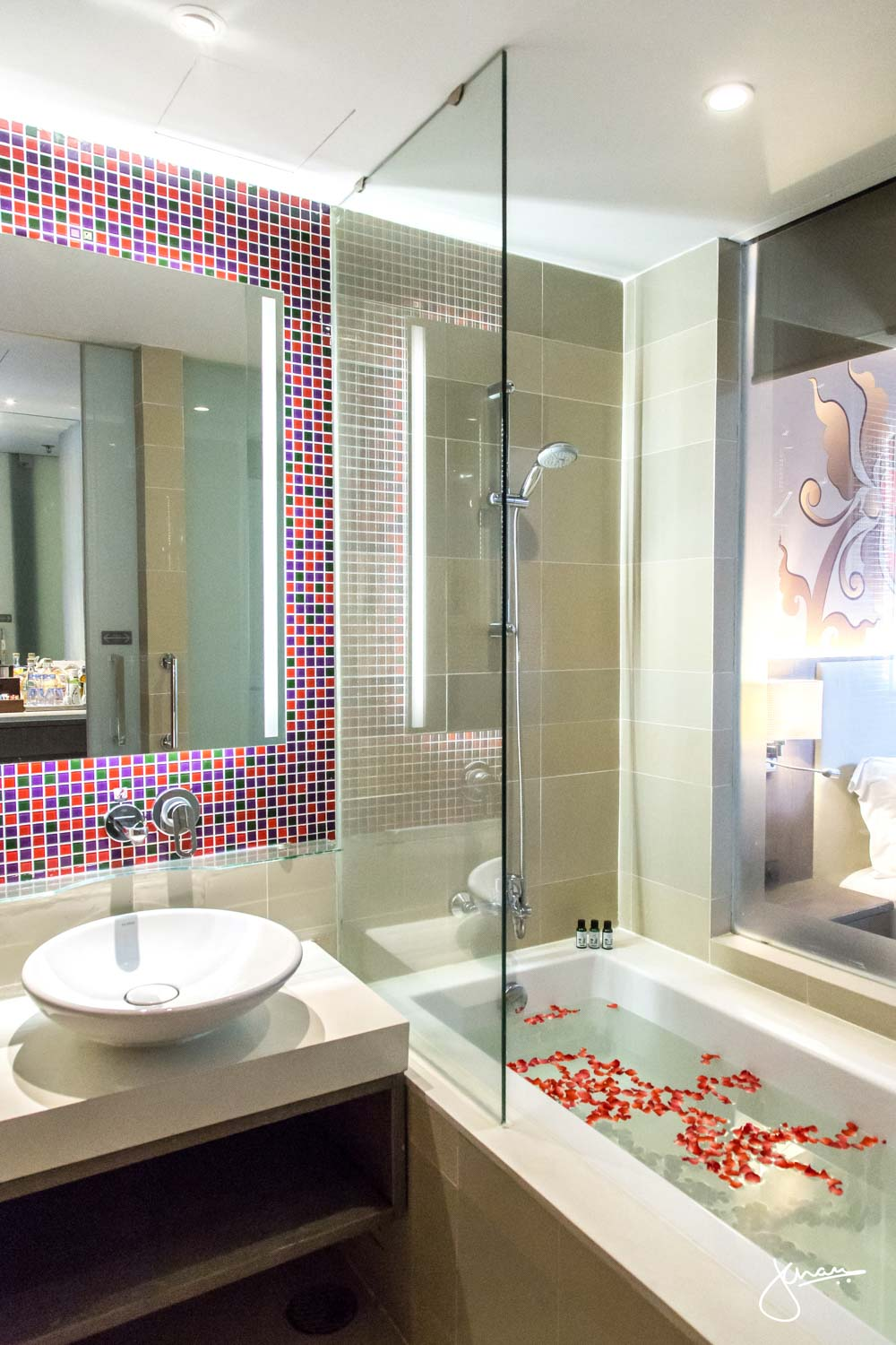 Grand Mercure Phuket Patong Bathroom