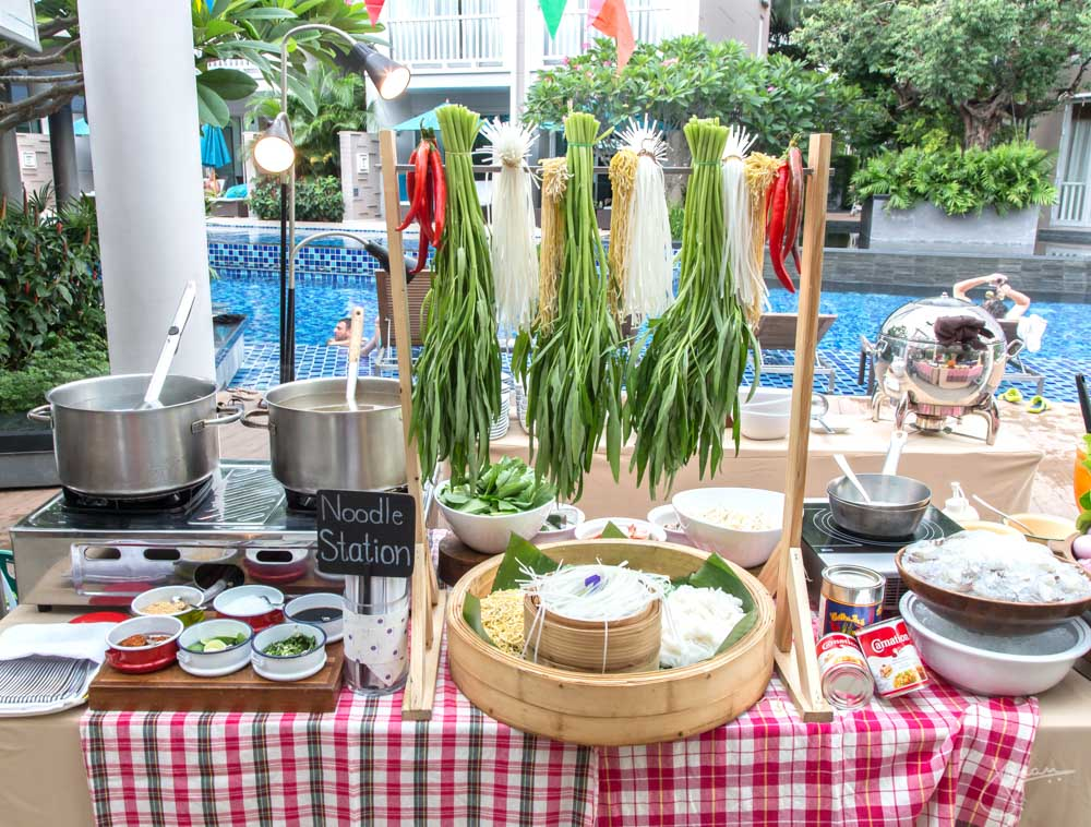 Phuket's Night Market at Bubbles Restaurant - Noodle Station