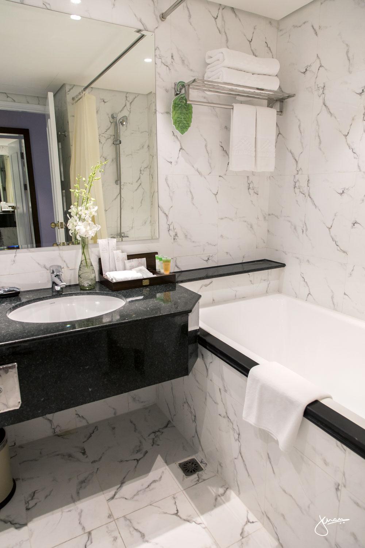 Windsor Plaza Hotel bathroom