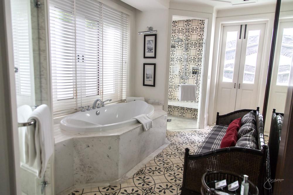 137 Pillars House Suite Bathroom