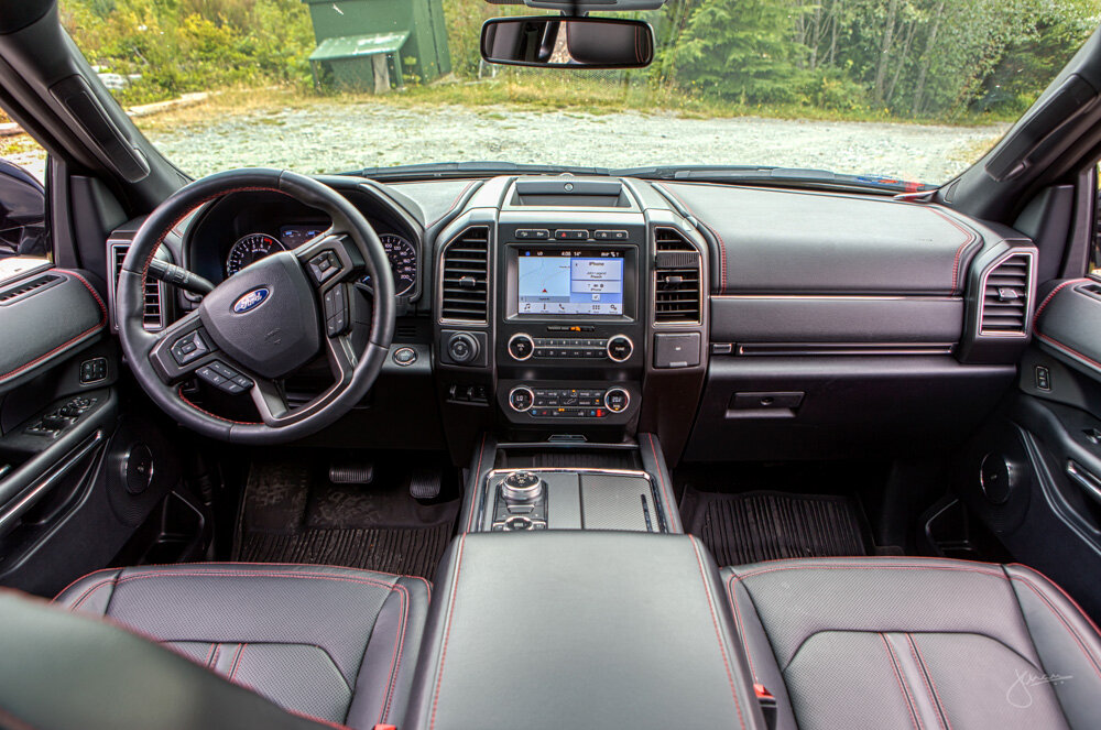 Ford Expedition interior - front seats with console