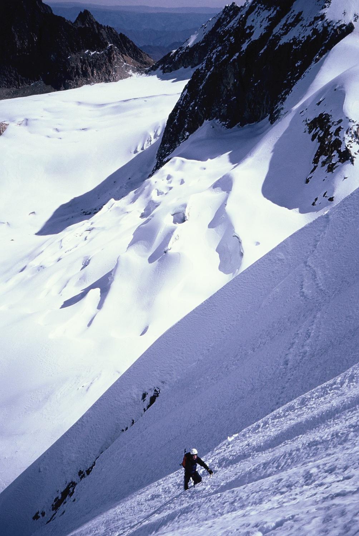Tash coming across the traverse of sugary, loose snow on Atoroma