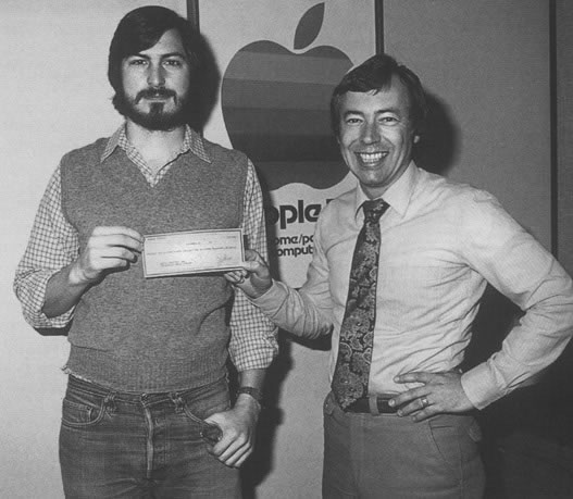 Apple founder Steve Jobs (L) and early investor Mike Markkula (R)