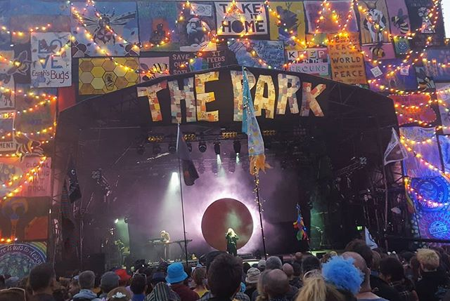 ☀️ Can't believe it was so hot at @glastofest with today's torrential rain!💧This was a special moment at the Park stage watching @katetempest smashing her new show...moving and inspiring stuff as always...thanks Kate! . . . Next stop is @bath_festivals Folk Fest...Emrys the Brave @ the famous Bell Inn this Monday eve