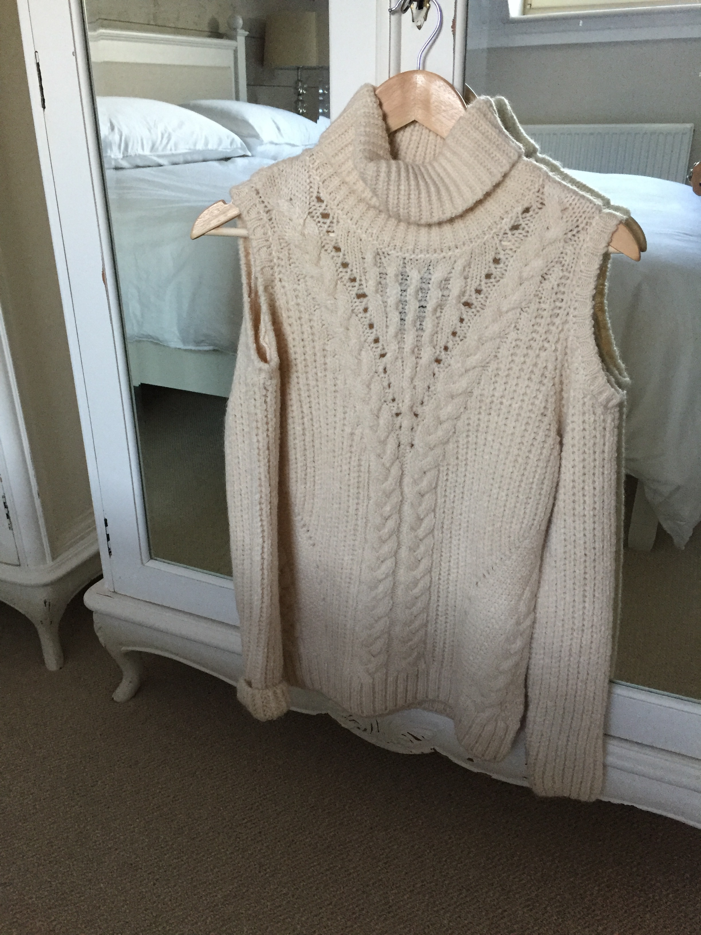 I couldn't resist this little number from M&S today at Bluewater in Kent, a reworked take on the classic cable knit, cosy with a little bit of sass! :)