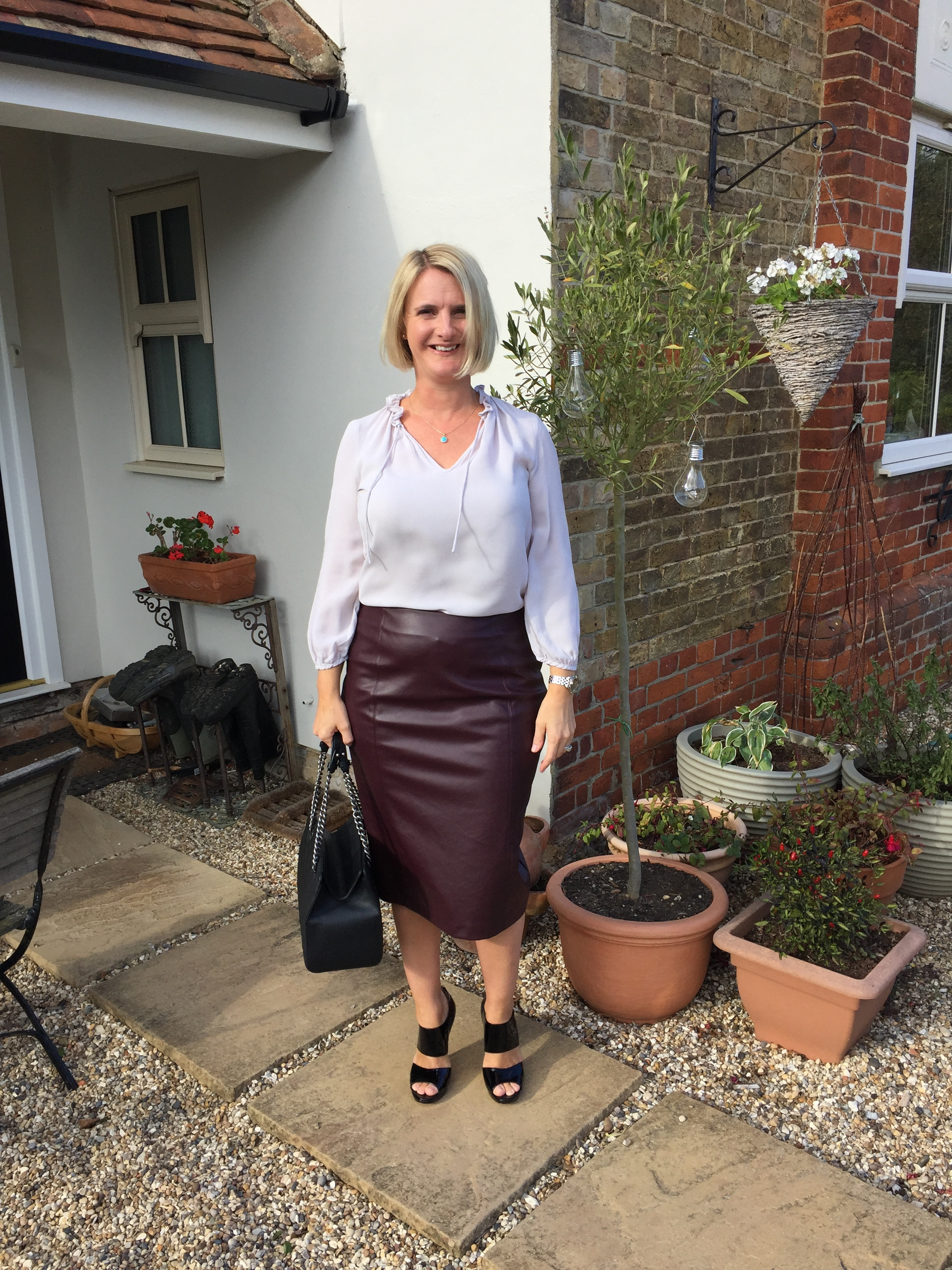 This skirt works so well for me, I think it looks great but more importantly it feels great as its stretchy which allows me to have poo room, a vital requirement when going out for dinner and then sitting for hours after.