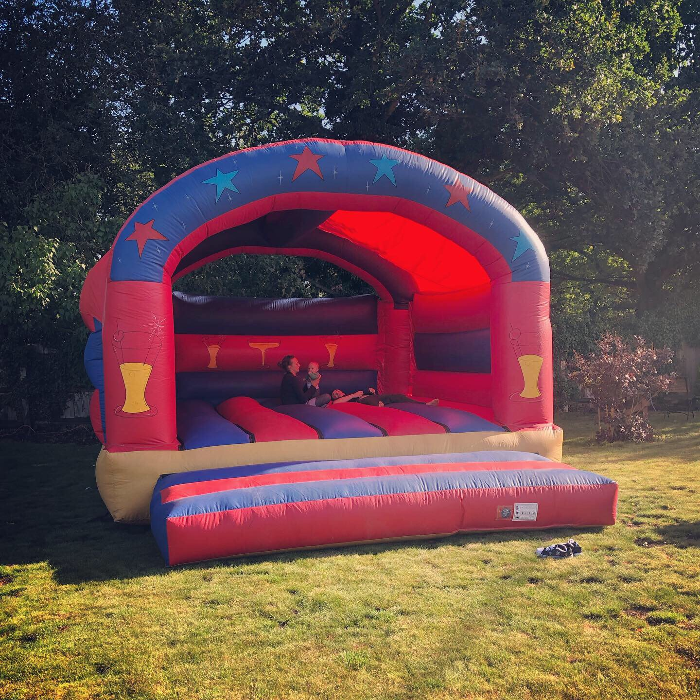 Saturday was Ben's 21st birthday party, and like all 21 year olds he wanted a bouncy castle hahahahaha