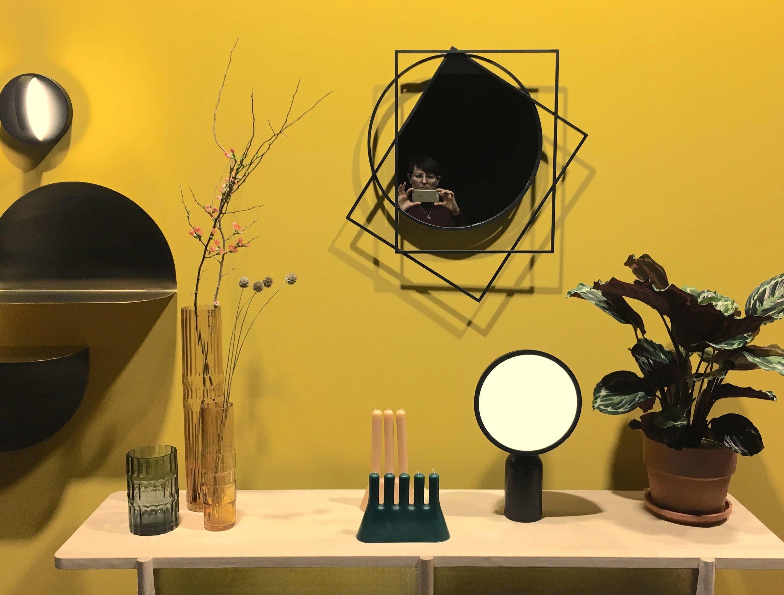 Lampe und Spiegel von enostudio, Foto: U. Latzke