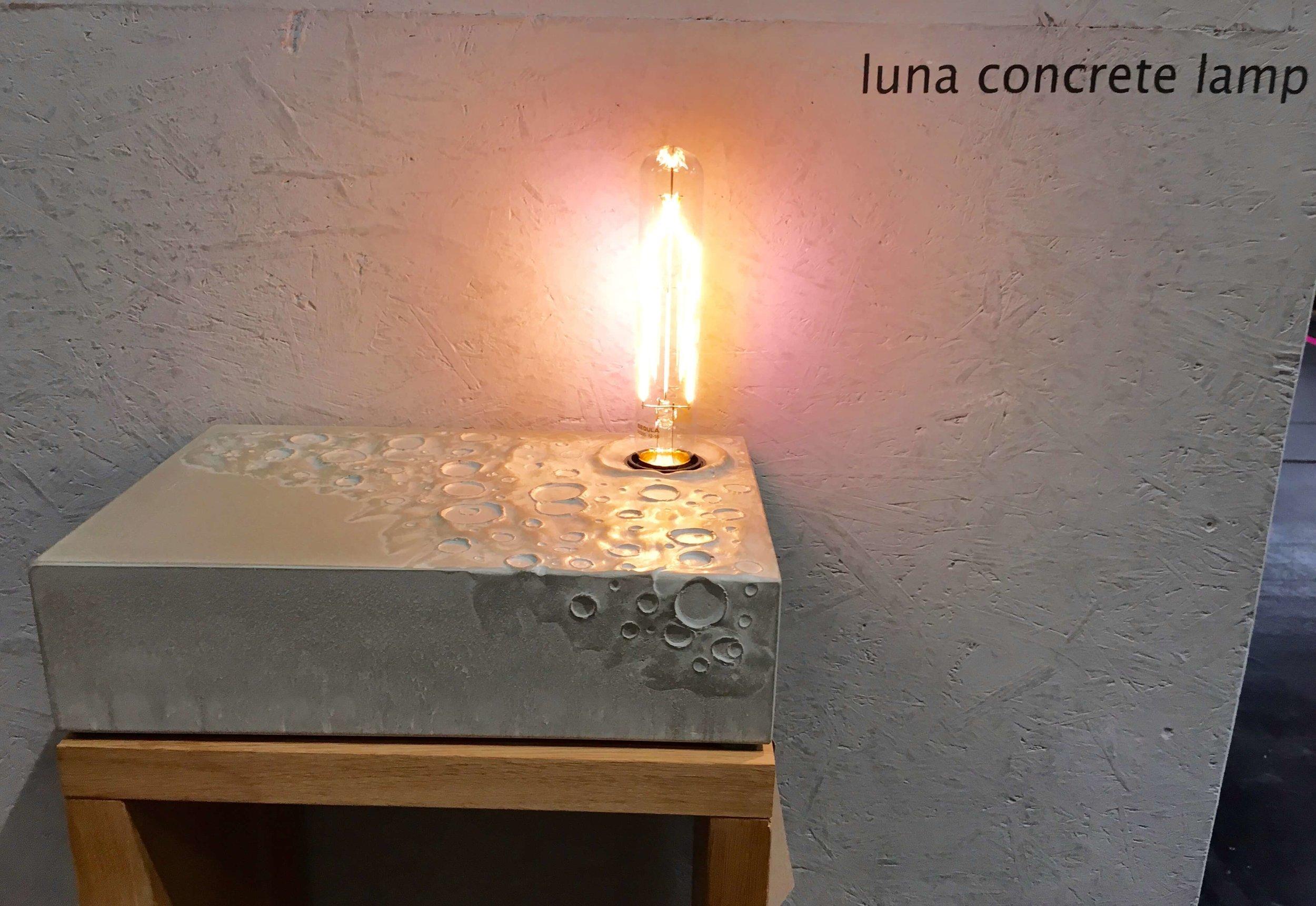 Betonleuchte Luna, werftbeton, Foto: U. Latzke