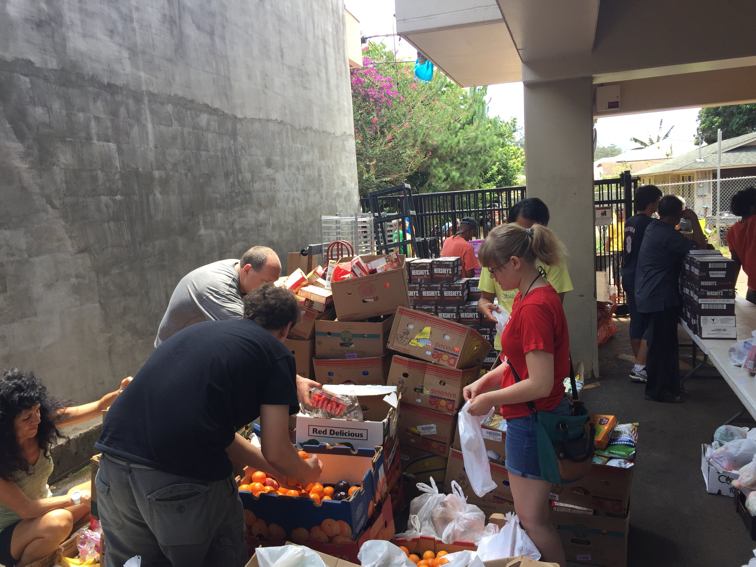 Clarence and a team of volunteers handing out food to Oahu's homeless.