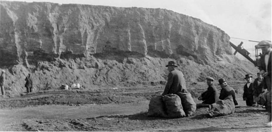 Demolition of the Emeryville Shellmound to make way for a paint factory, 1924. (Courtesy of the Phoebe A. Hearst Museum of Anthropology and Regents of the University of California, (Catalog no. 15-7792))