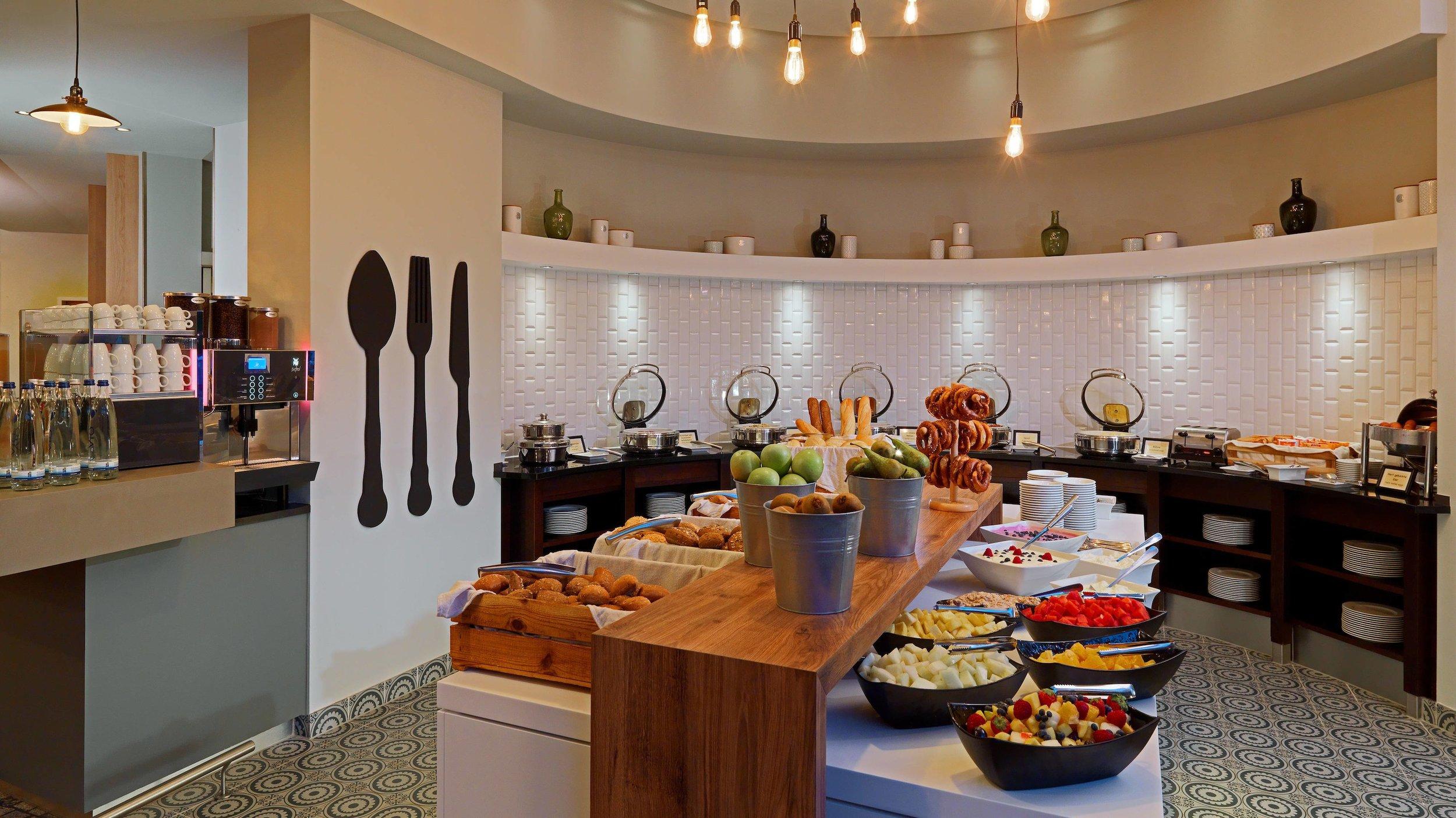 bermt-breakfast-0076-hor-wide.jpg