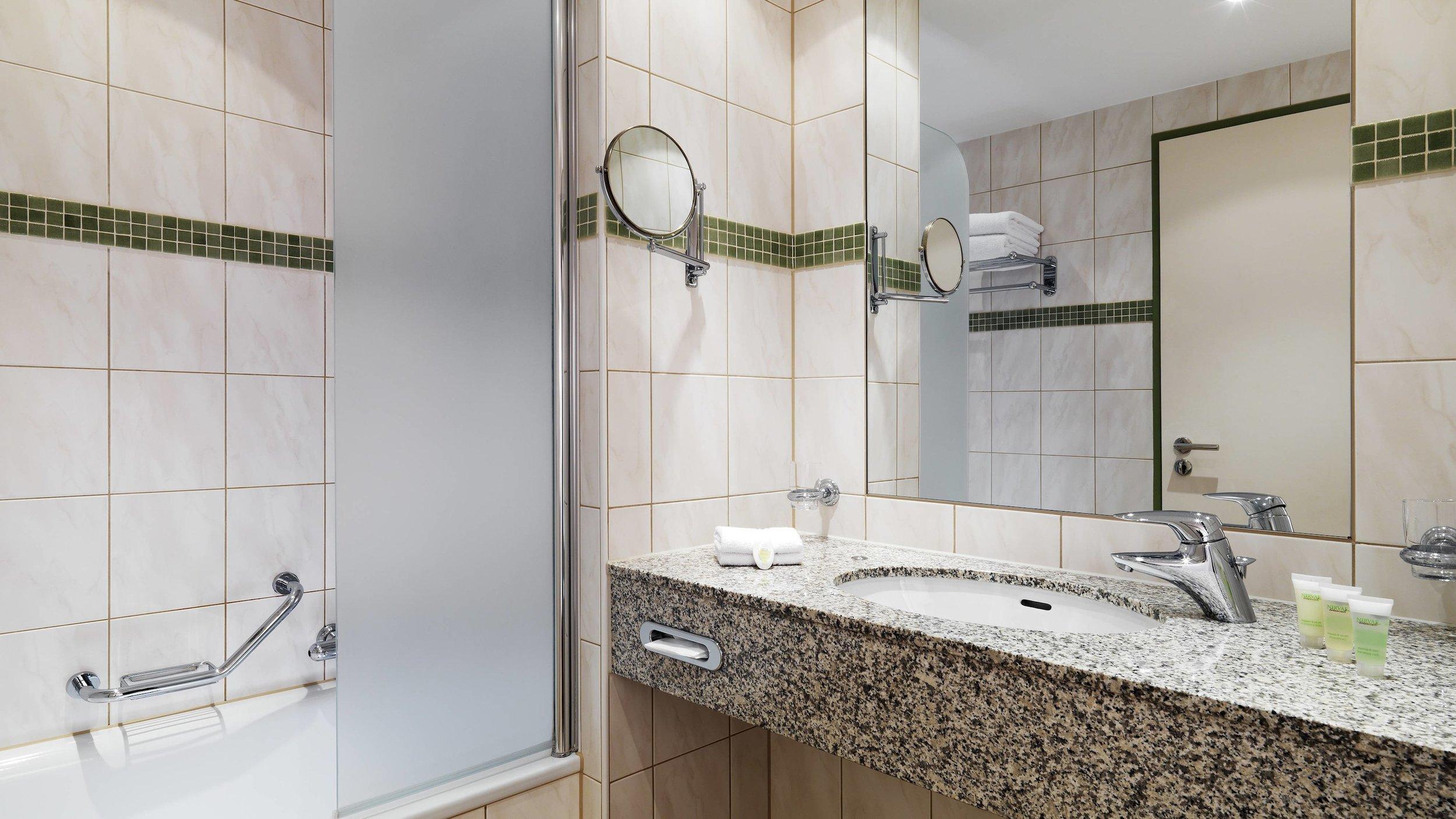 bermt-bathroom-0051-hor-wide.jpg