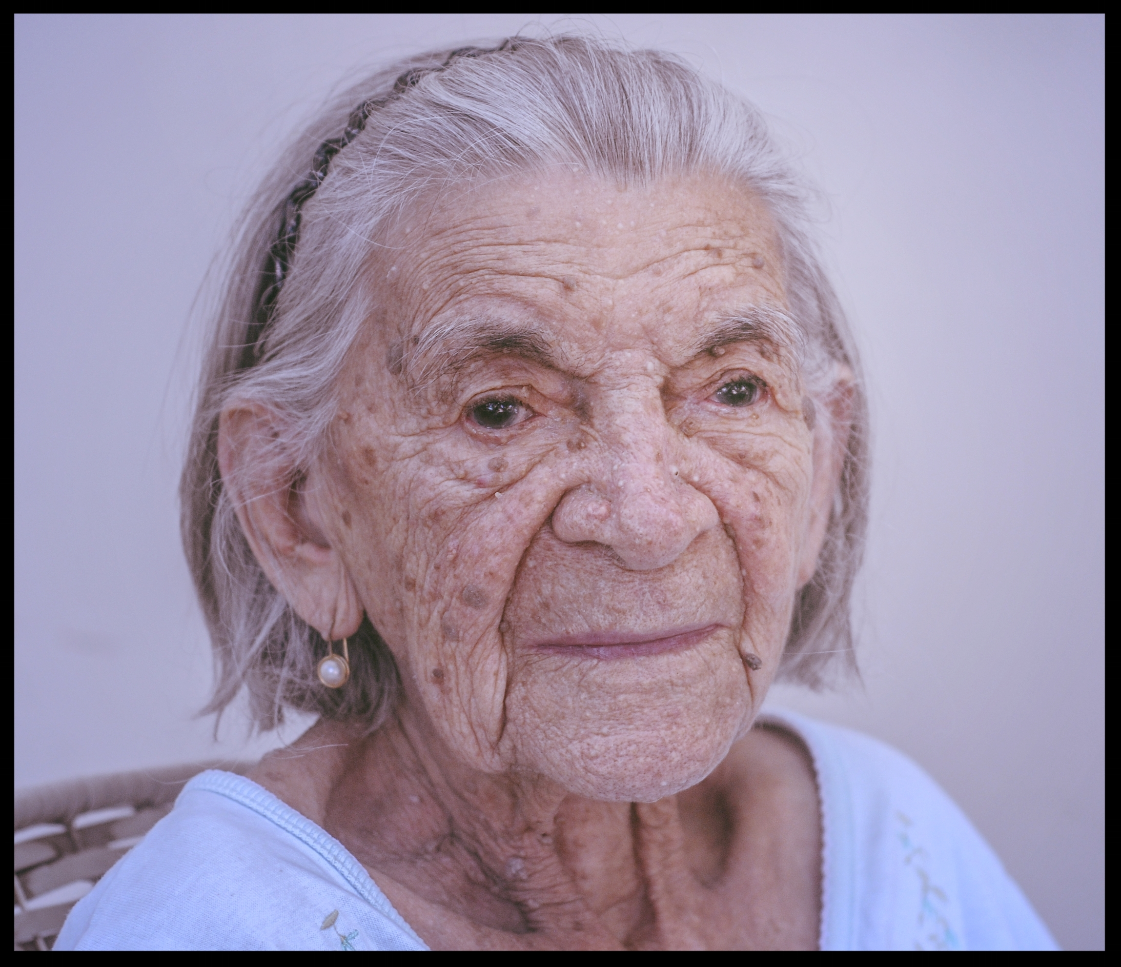Non-verbal Communication Skills - REACHING TOWARDS DEEPER LEVELS OF COMMUNICATION & CONNECTING TO PEOPLE WITH ADVANCE DEMENTIA