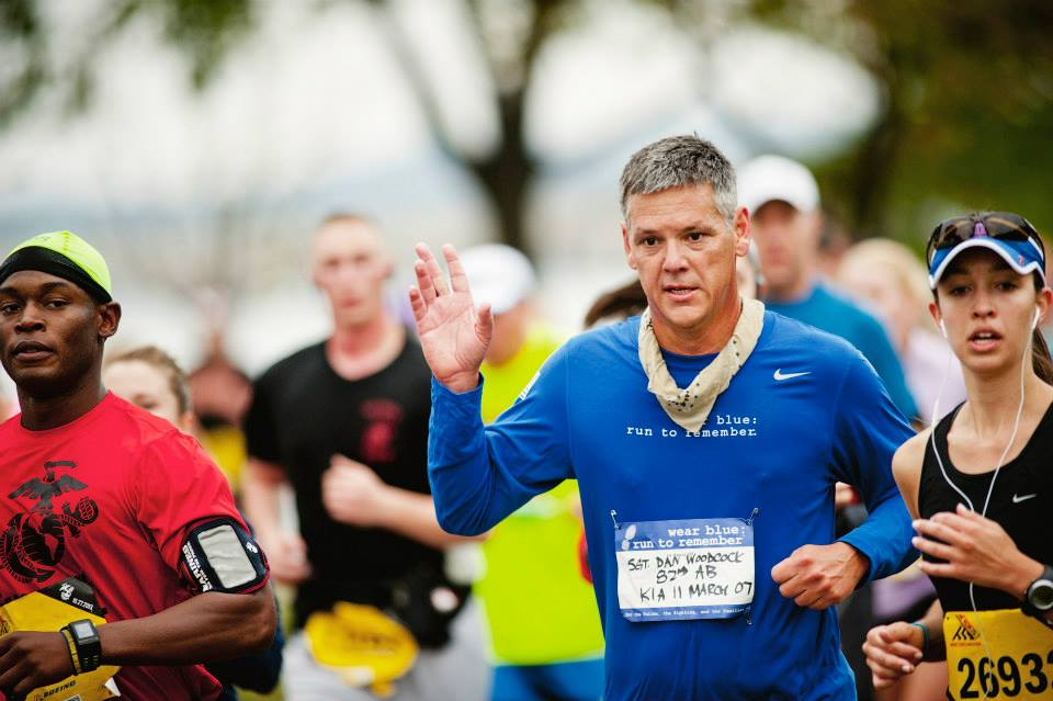 Photo by Ingrid Barrentine of Grit City Photography. Chris Bryant running through the wear blue Mile at the 2013 Marine Corps Marathon.