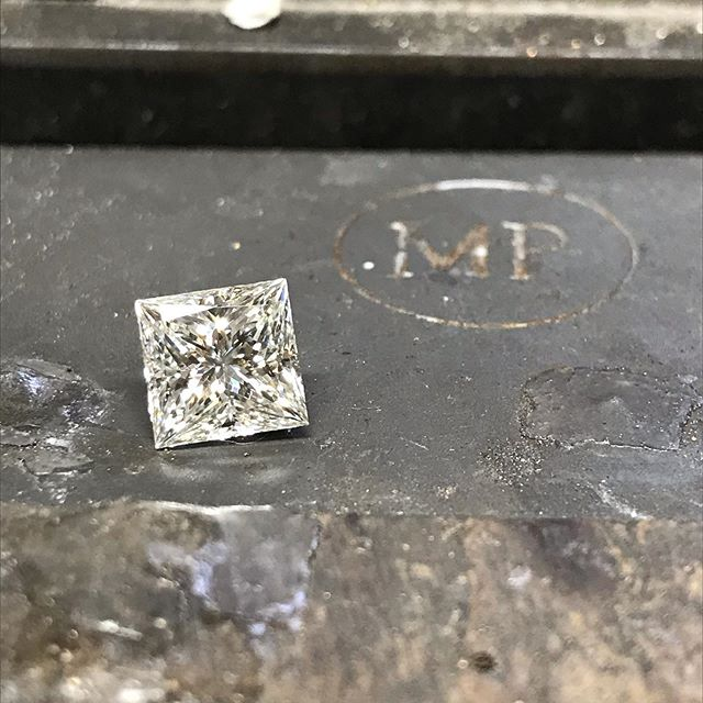 Working with this beast of a stone today! Nearly 3ct of pure princess cut brilliance! I have a few new pieces ready to post over the next few weeks so keep your eyes peeled!  #diamond #princesscut #3ct #shine #fire #bespoke #jewellery