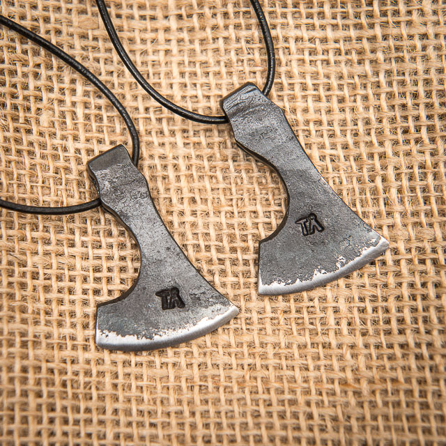 20180417_1_axe_pendants.jpg