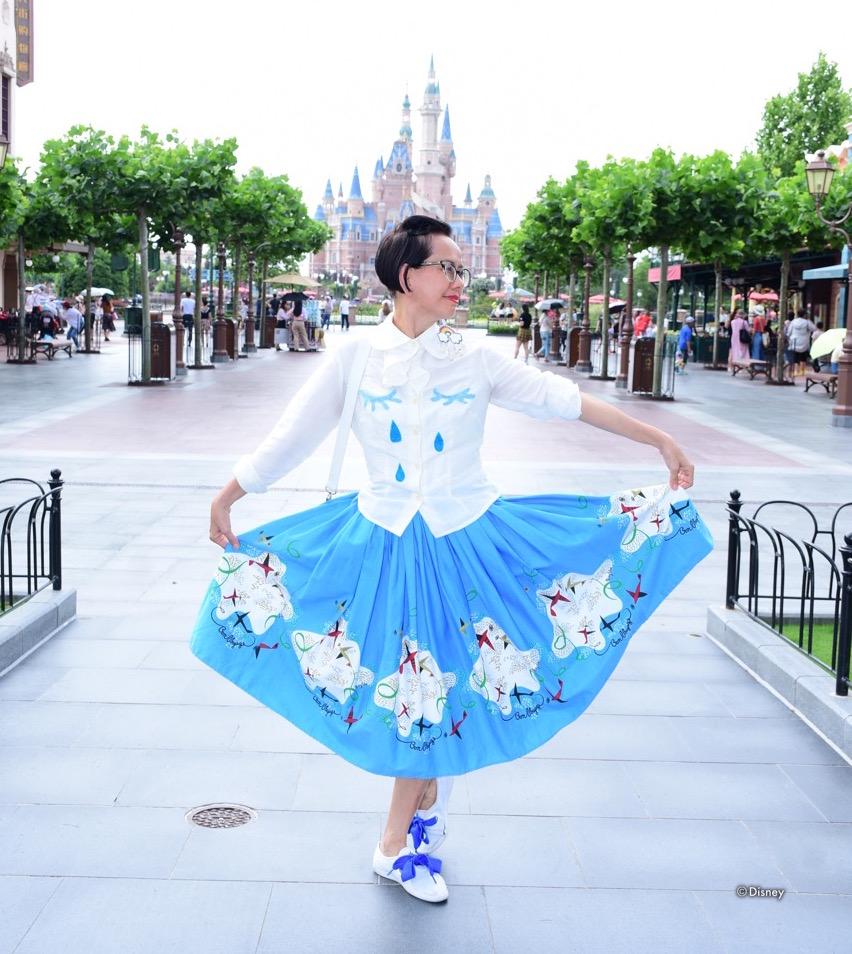 sing in amazing skirt.jpg