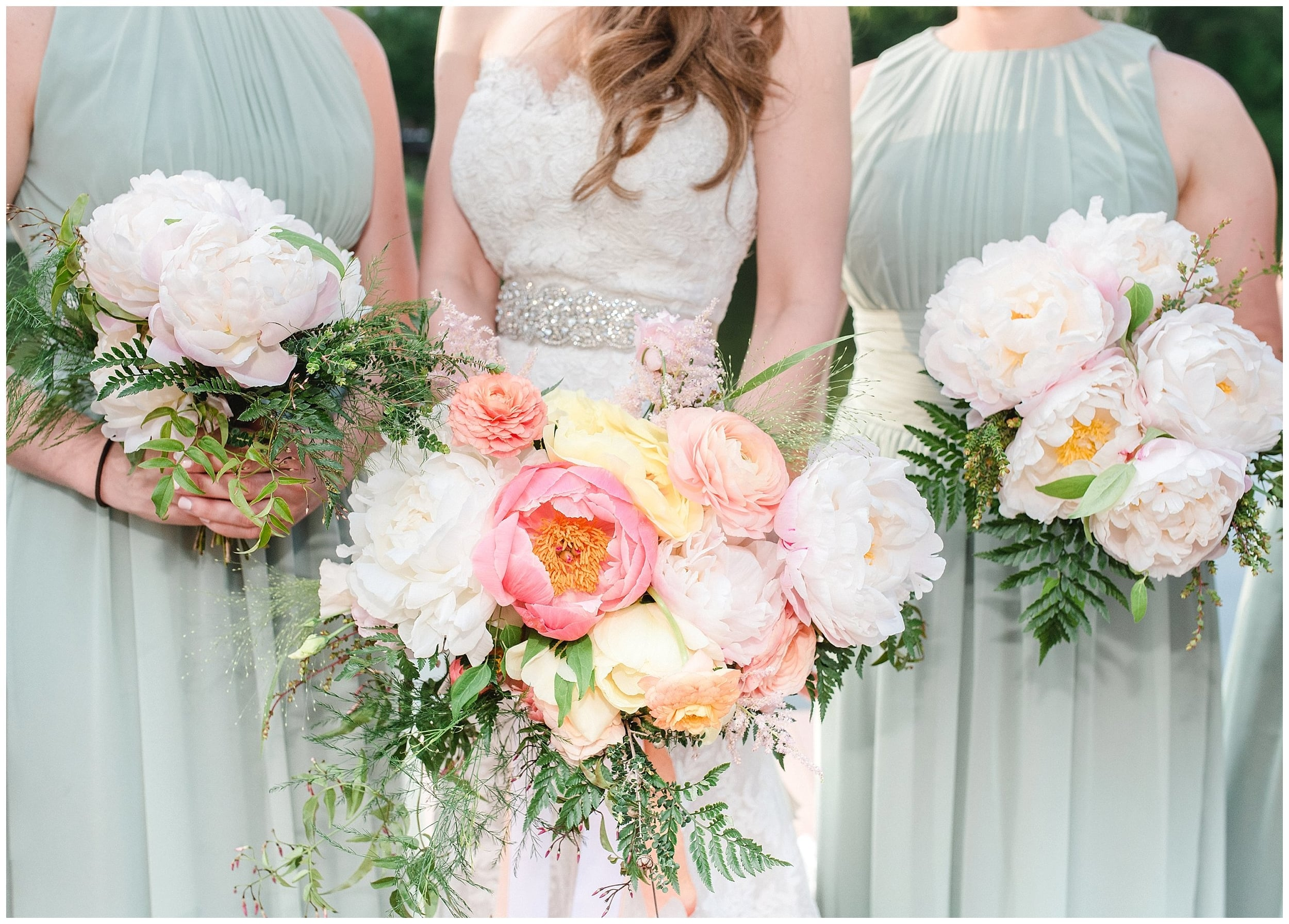 bridal bouquet at Rock Island Lake Club wedding pictures