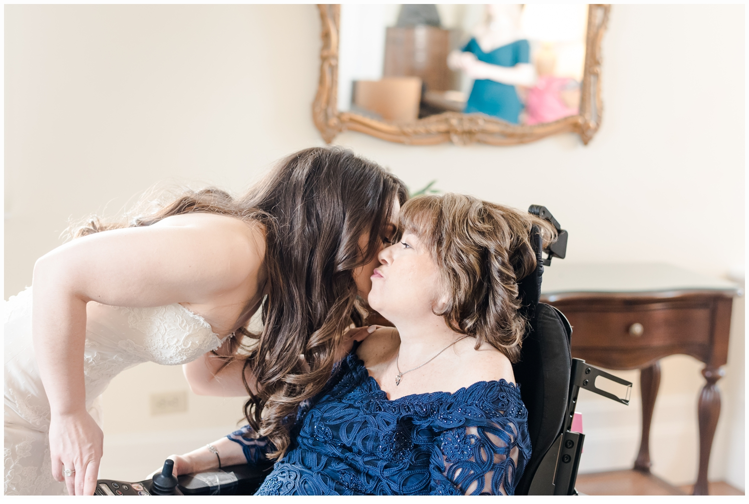 brides kissing her mom in bridal suite