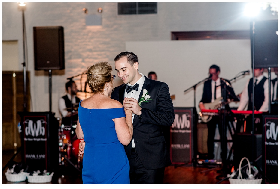 groom and mom first dance at his wedding