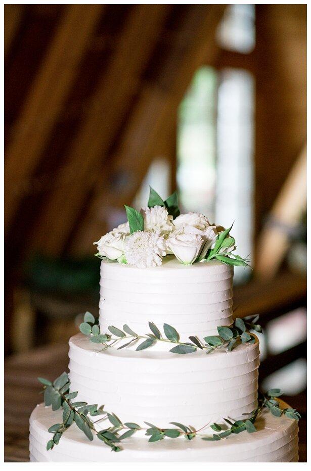 wedding cake in a barn