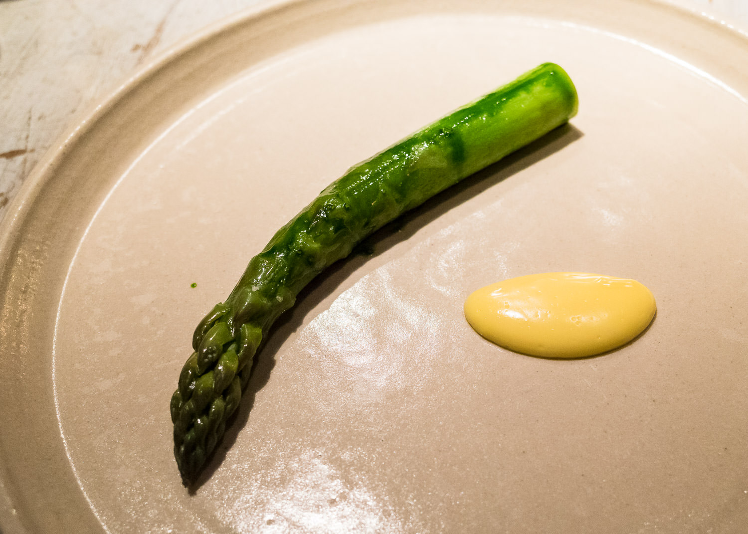 A steamed asparagus and 'gammelost' (v)