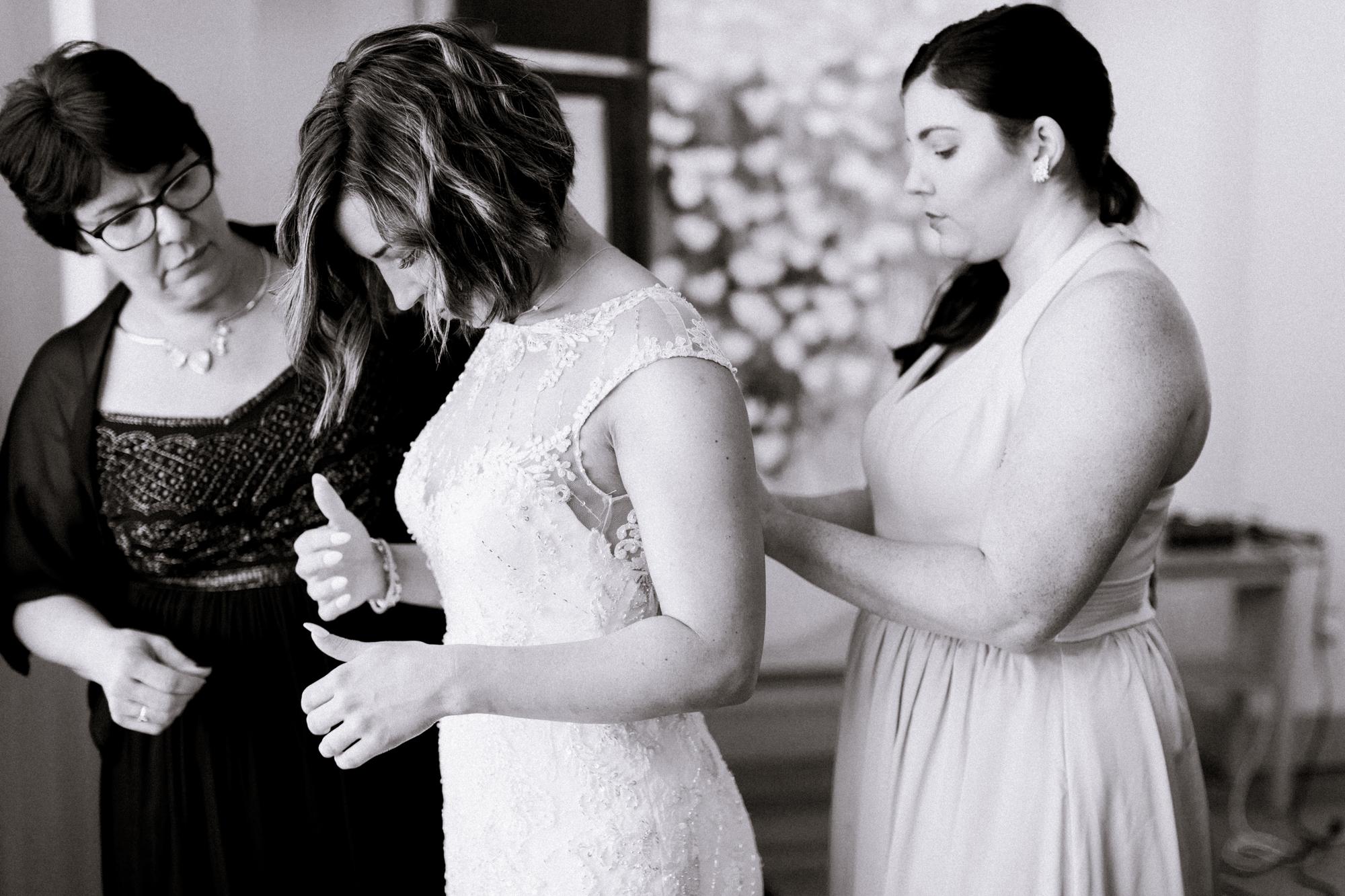 Garden party wedding at Lady Bird Johnson Wildflower Center // austin, texas wedding photographer // www.abbihearne.com