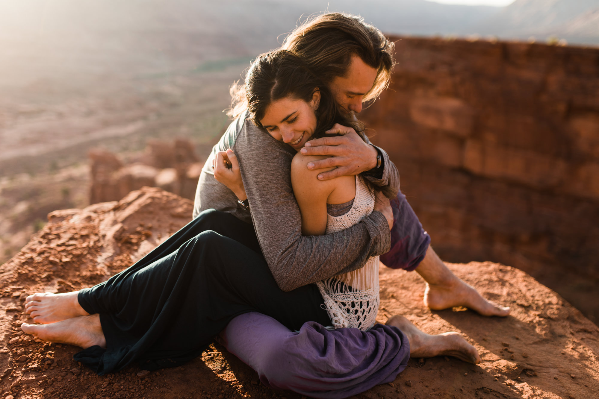 moab, utah adventure engagement session | destination engagement photo inspiration | utah adventure elopement photographers | the hearnes adventure photography | www.thehearnes.com