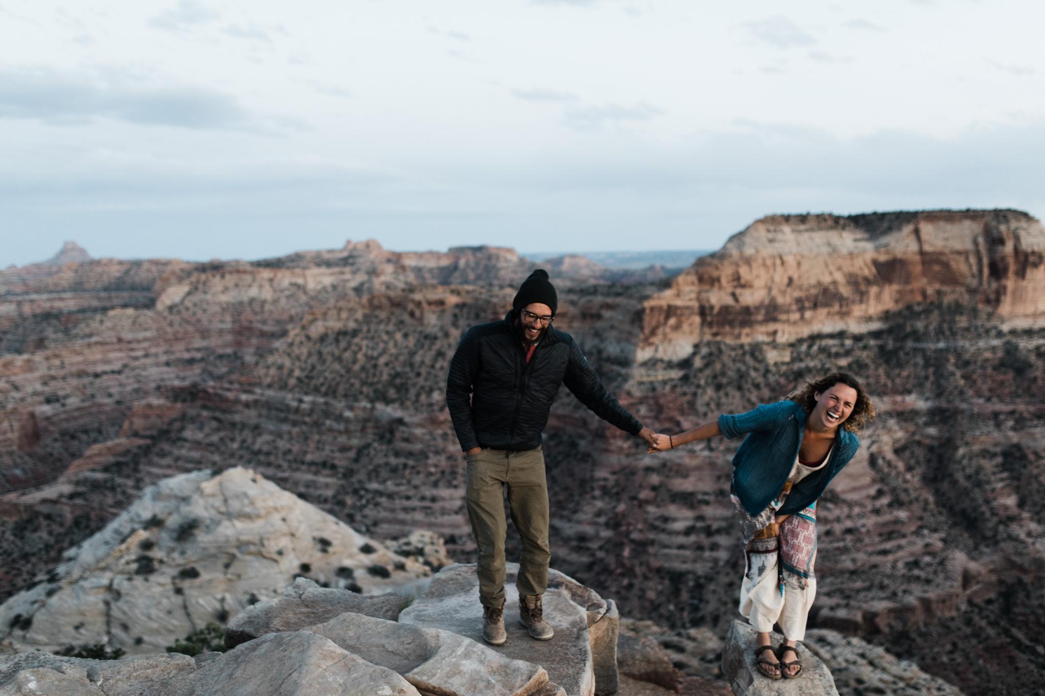 utah desert adventure session | destination engagement photo inspiration | utah adventure elopement photographers | the hearnes adventure photography | www.thehearnes.com