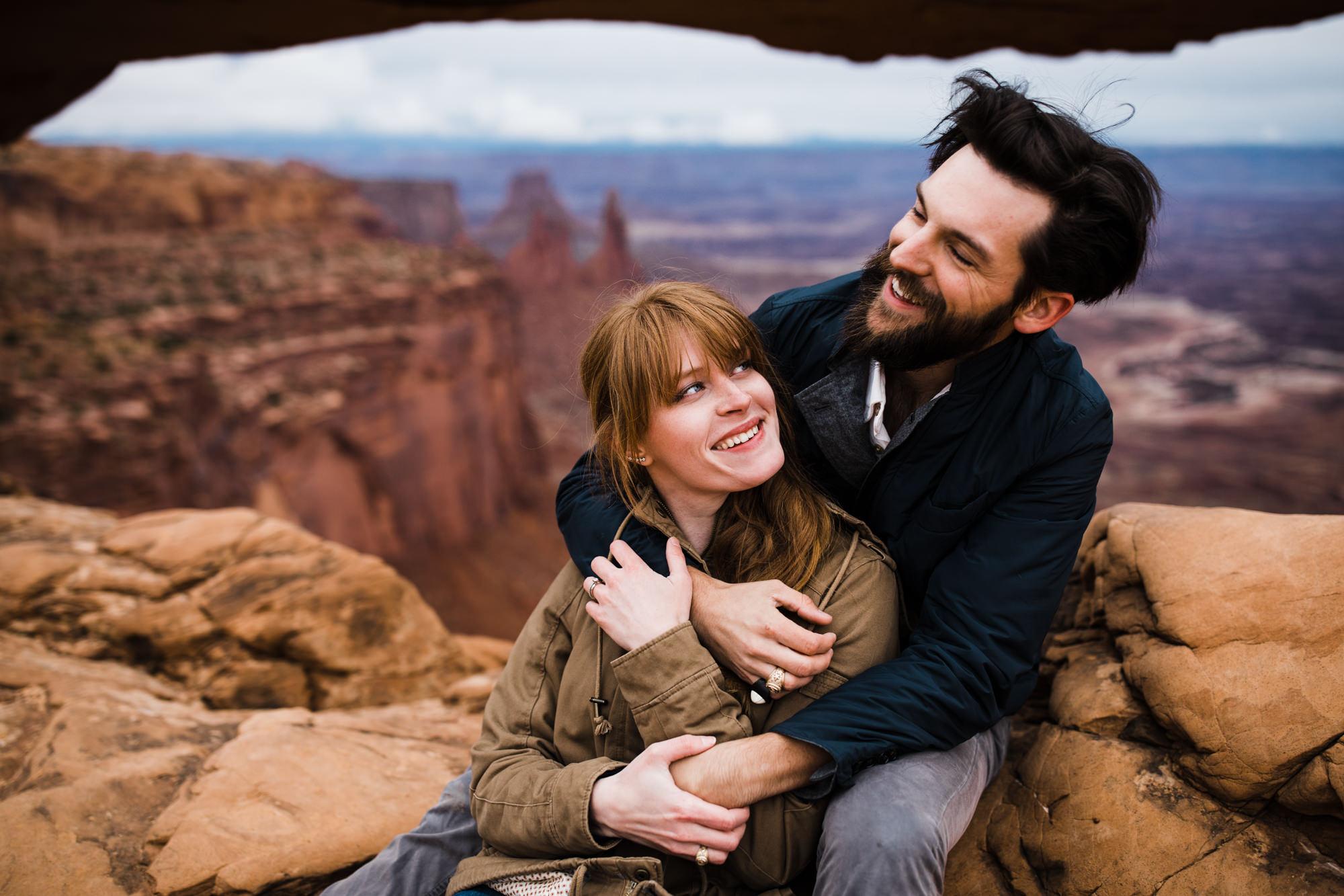 moab utah anniversary session | destination engagement photo inspiration | utah adventure elopement photographers | the hearnes adventure photography | www.thehearnes.com