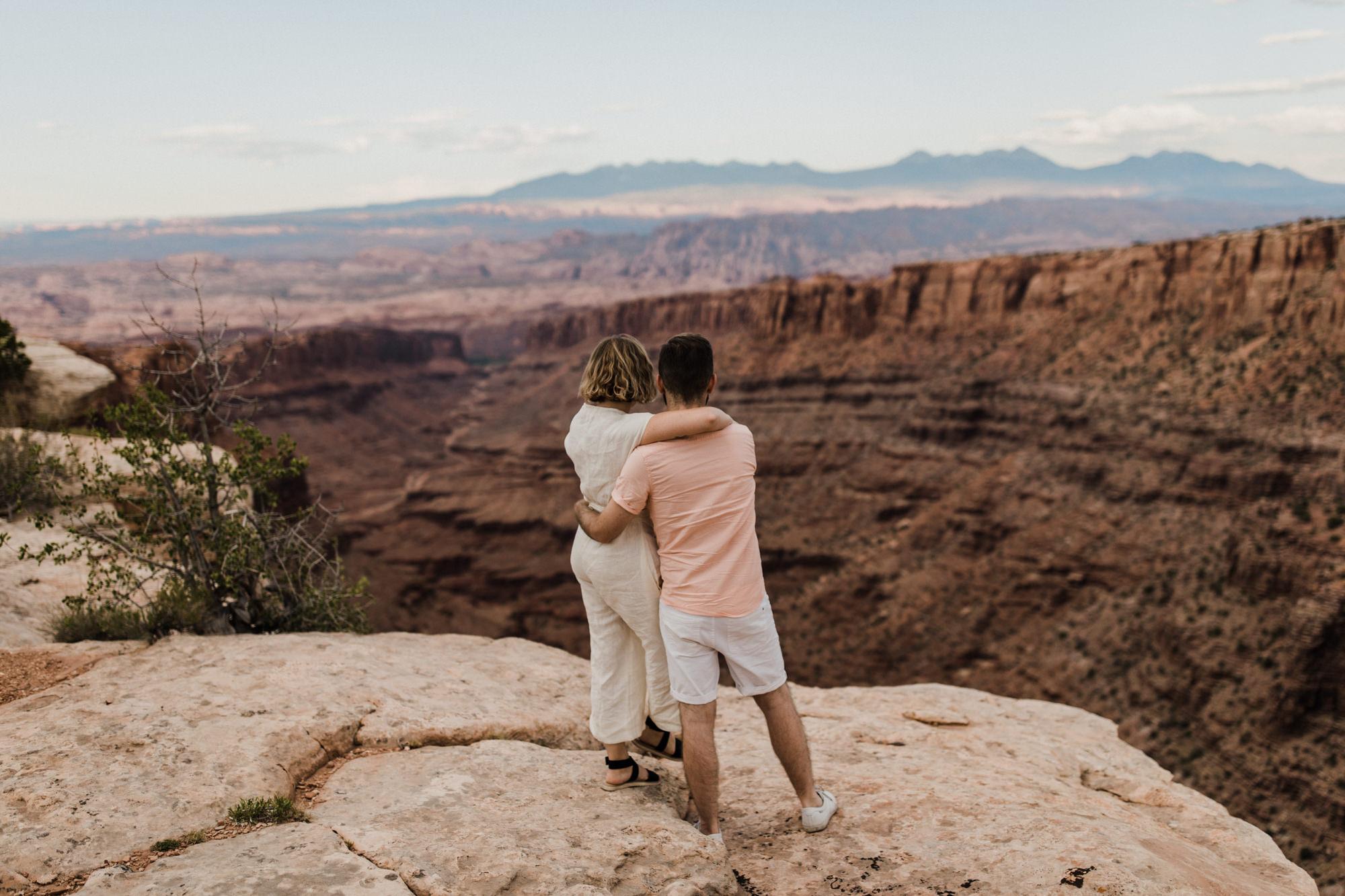moab utah adventure elopement session | destination engagement photo inspiration | utah adventure elopement photographers | the hearnes adventure photography | www.thehearnes.com
