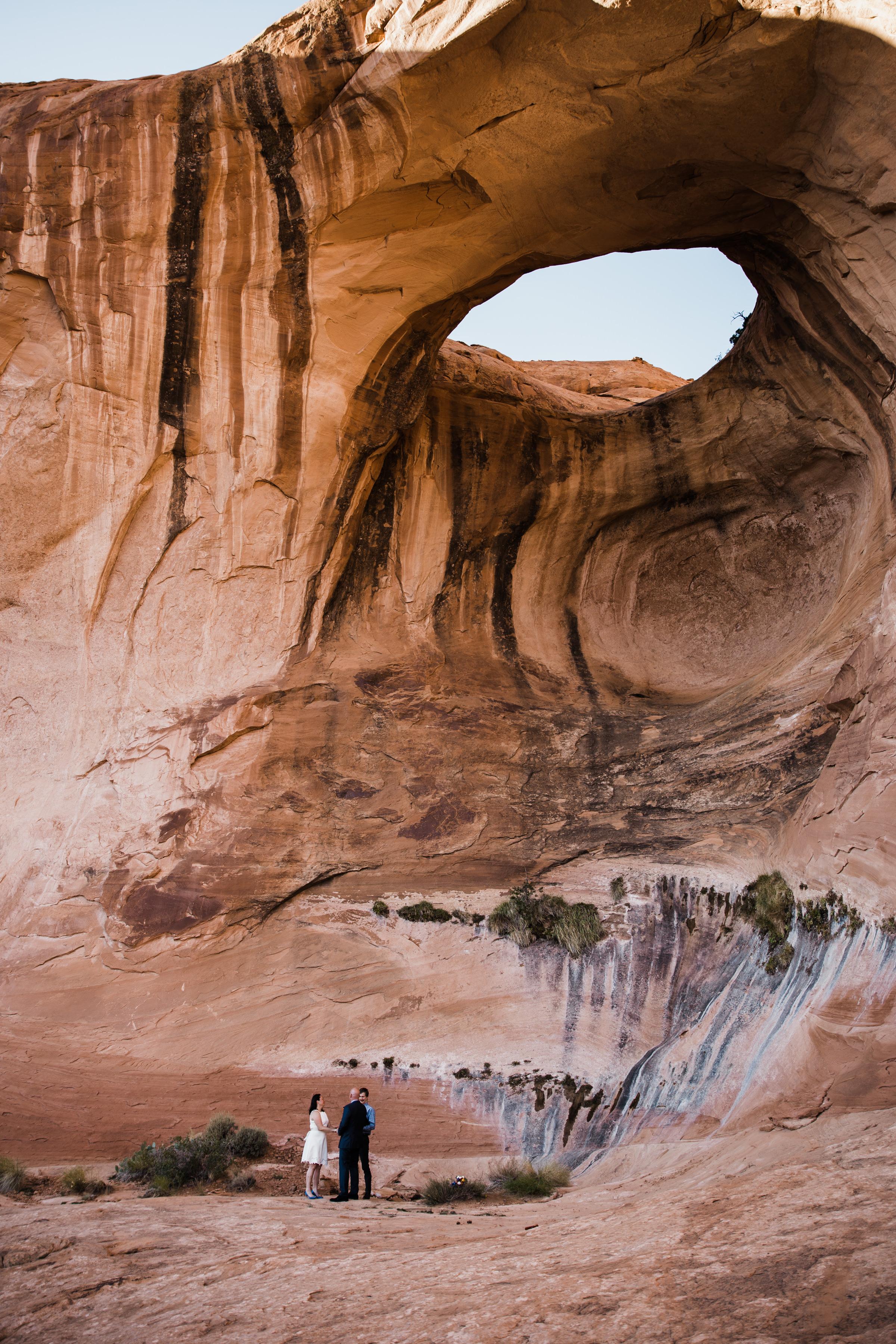 moab, utah hiking intimate elopement | destination adventure wedding photographers | the hearnes adventure photography | www.thehearnes.com