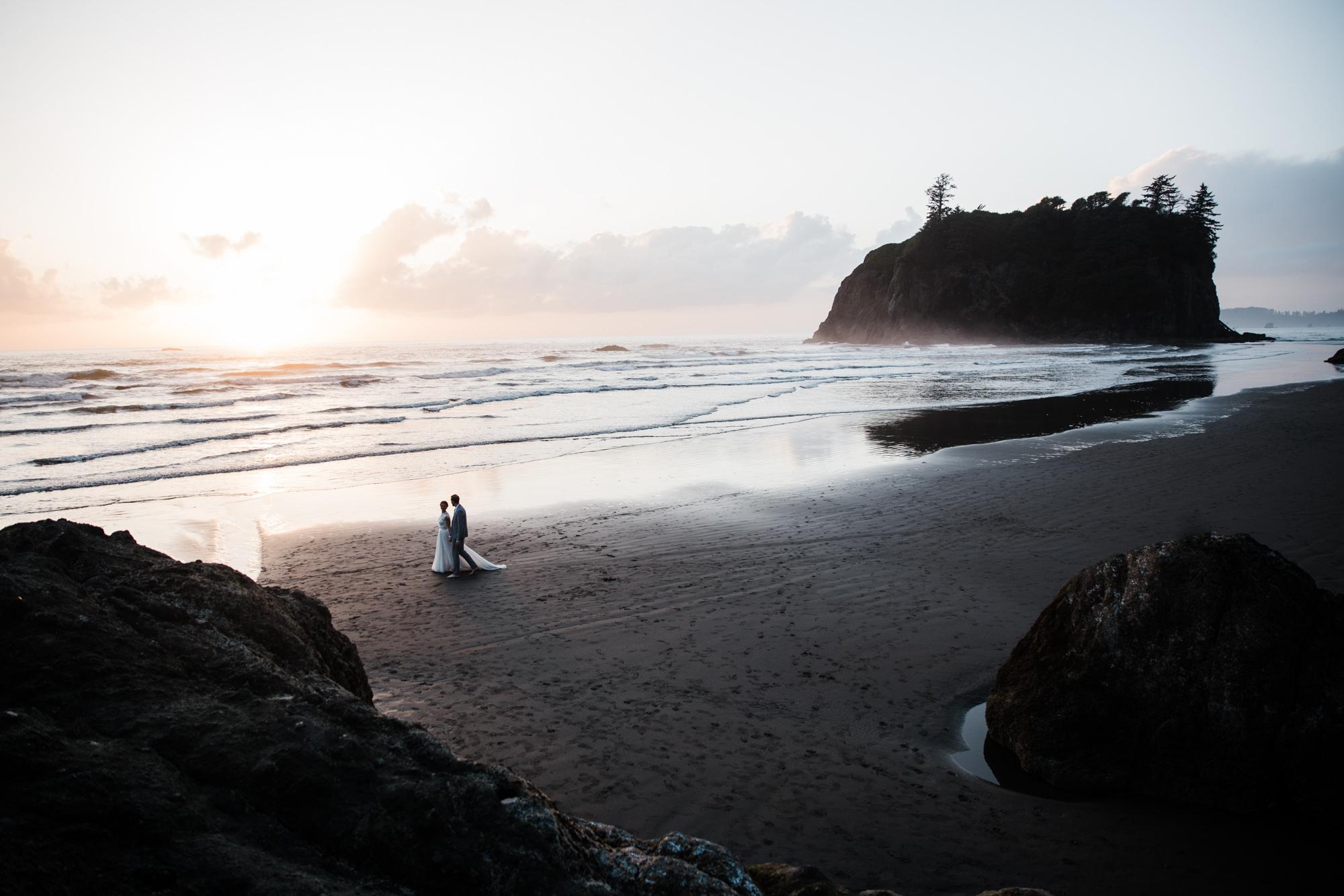 ruby beach olympic national park intimate wedding | destination adventure wedding photographers | the hearnes adventure photography | www.thehearnes.com