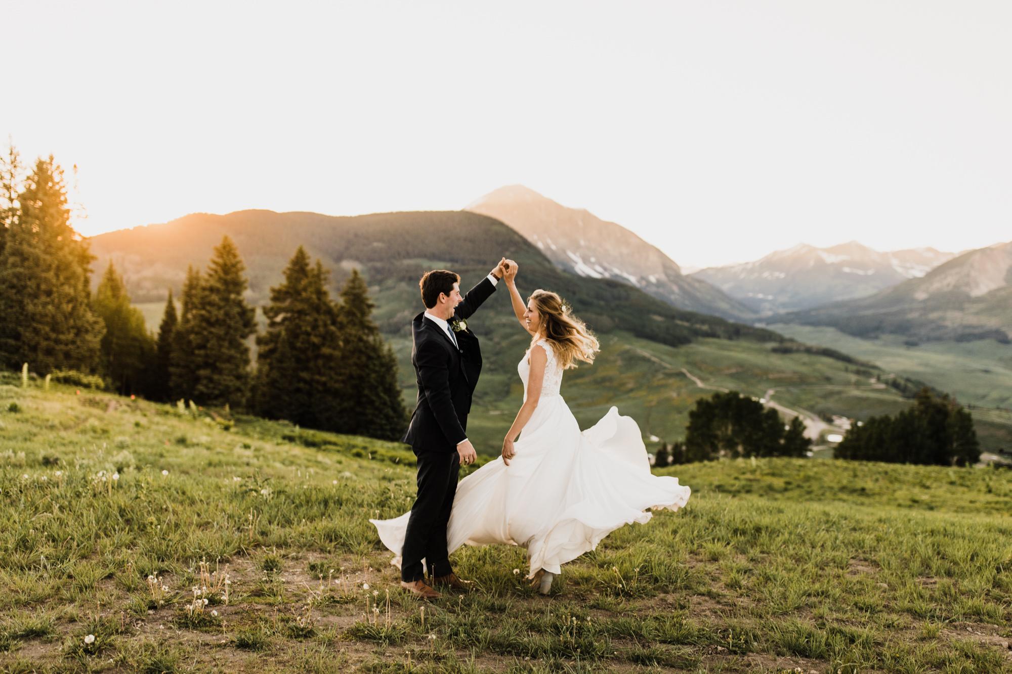crested butte ski resort intimate wedding | destination adventure wedding photographers | the hearnes adventure photography | www.thehearnes.com